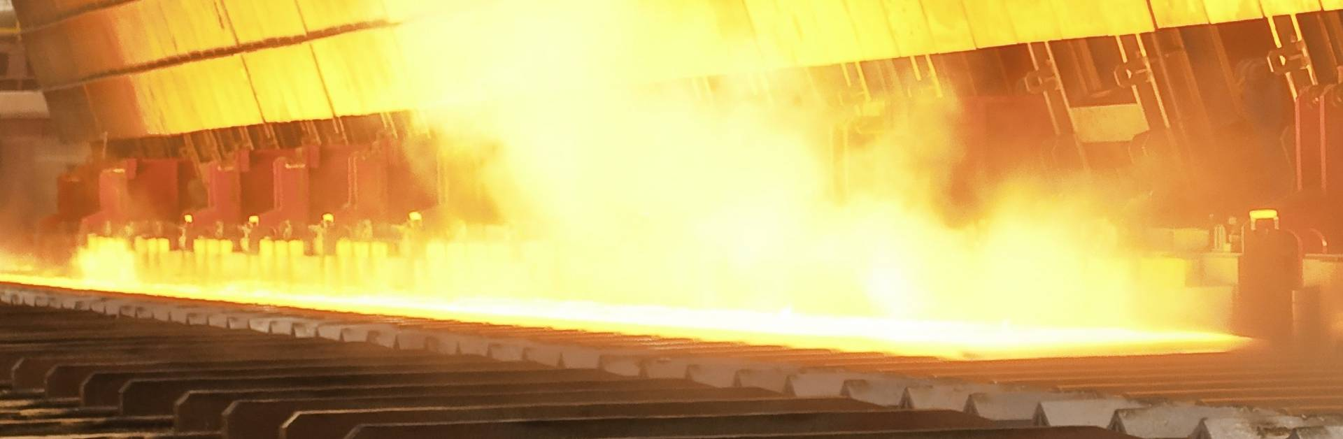 Contact-free measurement of the temperature in steel and hot